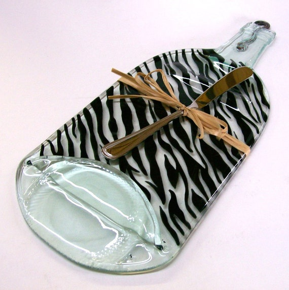 Recycled Wine Bottle Serving Tray/Cheese Board With Silver Spreader (ZebraPattern)