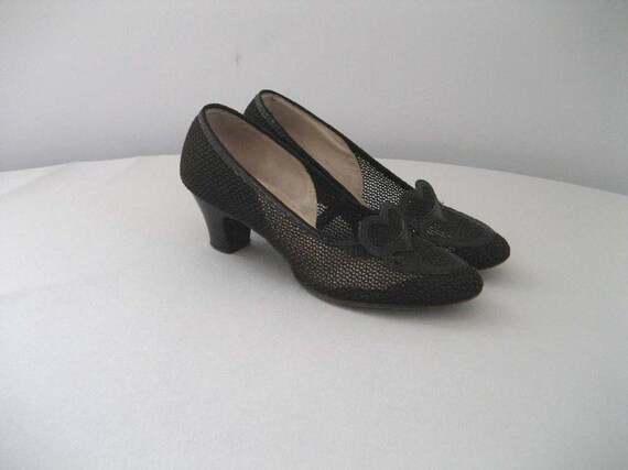 """ON LAYAWAY. . . .1940s """"caged heart"""" mesh black oxfords (6)"""