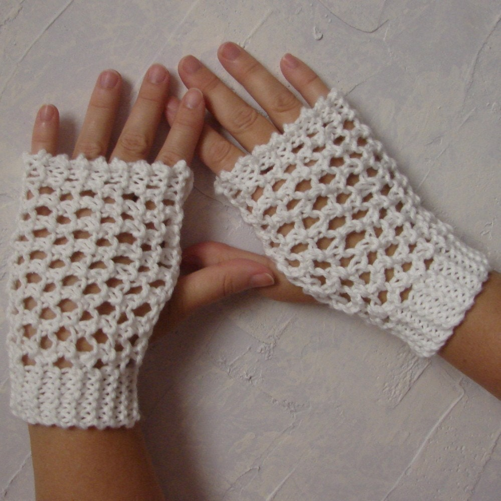 Pattern for Hand Knit Lace Gloves Wristwarmers Handwarmers