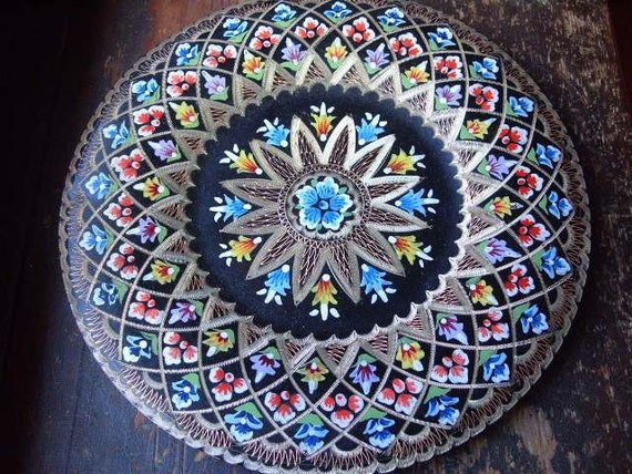 Vintage hand painted metal decorative plate by theturniptruck for Plaque metal deco pour mur