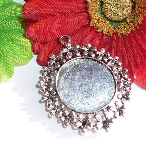 5 Large Round Pendant Trays Bezel Blank  Antique Silver- 1 inch-  Ring of Flowers