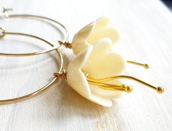 Vanilla flower earrings - zsb creations