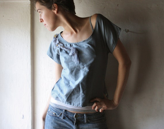 cropped tshirt top in dust blue cotton sateen with ruffle decor on the neckline