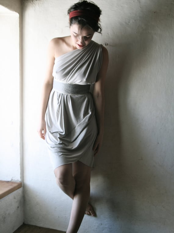 Draped Tunic dress in silvery grey with sequined belt