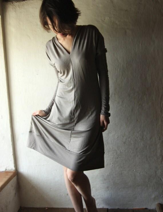 Pearl Grey Tunic dress long sleeve tshirt dress in jersey vneck
