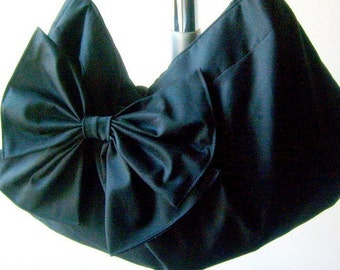 handbag or Hobo purse in black with zipper and adjustable strap