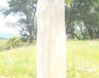 Country Morning Vintage Slip Dress - Slender Form - Size 32