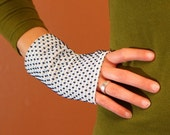 funky fabric handwarmers S (white with navy dots)