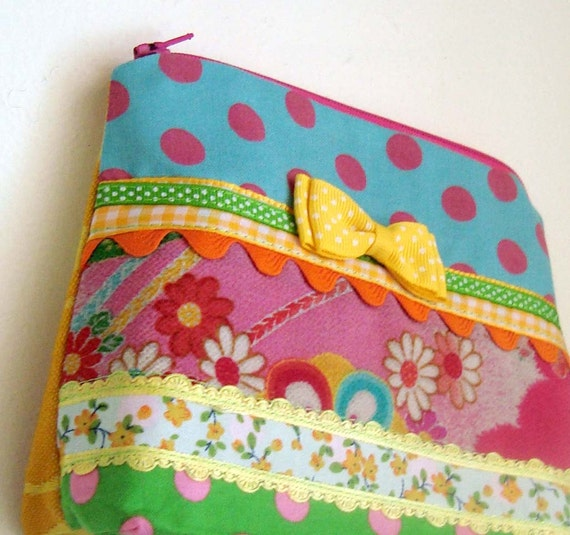 Kitsch Ditsy Little Purse - Vintage Fabric Patchwork Cosmetic, Coin or Gadget Pouch