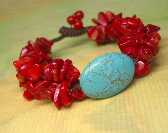 BRACELET Turquoise Bead and Coral Chips