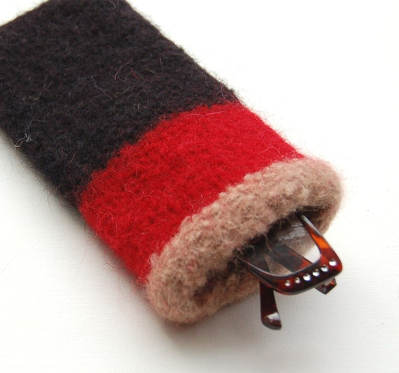 felted wool eyeglass case to go with a certain iconic british plaid