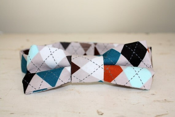 Sweet bow tie, newborn bowtie,  infant  and toddler boys to men in a retro diamond print, photo prop