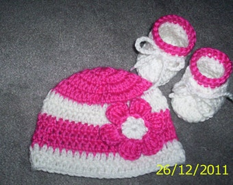 Crochet Baby Girl  Hat  and Booties, Newborn 0-3 months pink white with flower