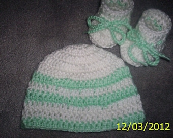 Crochet baby hat and booties newborn white,  green, with or without flower