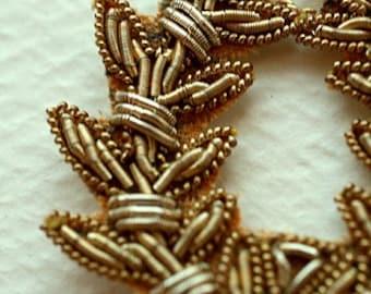 Golden Wreath Necklace