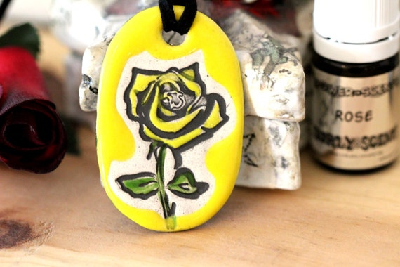 Rose Scented Ceramic Necklace with Rose Essential Oil in Yellow small size