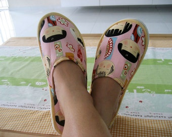 Bedroom/Home Slippers (Yui Kokeshi in Pink) Size L