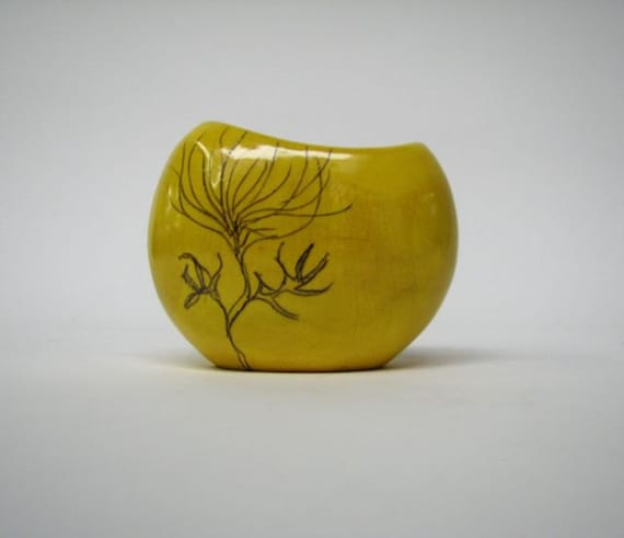 Zsuzsi Vase in Citrus Yellow