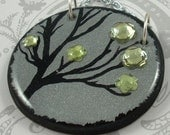 Round Silver Green Flower Pendant Necklace