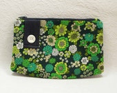 ON SALE - Zipper Purse - In Green Vintage Cotton - Sample