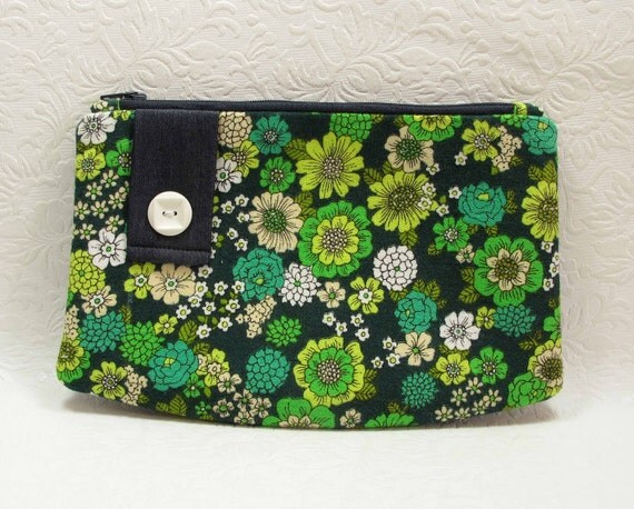 ON SALE - Zipper Purse - In Green Vintage Cotton - Sample