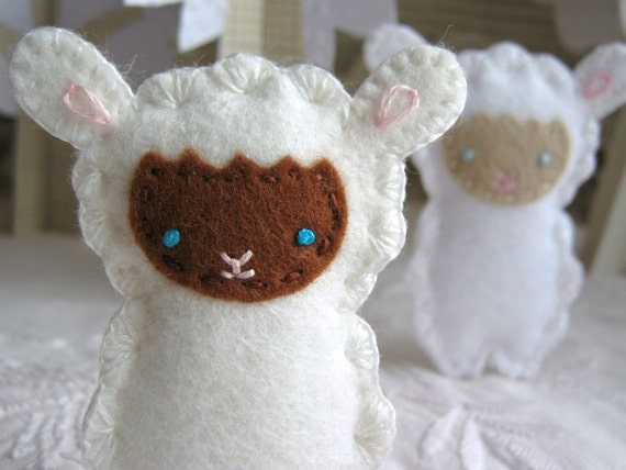 Felt Sheep Embroidered Brooch - Cream