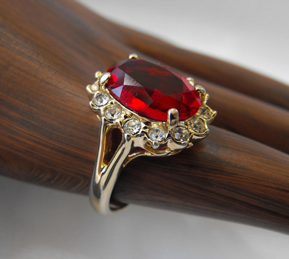 Vintage Ring, Costume/Cocktail, Gold, Faceted Red Gemstone, White Rhinestone Chatons, ca 1970s LK-113