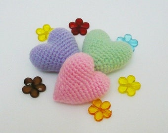 Set of 3 3D crocheted hearts.
