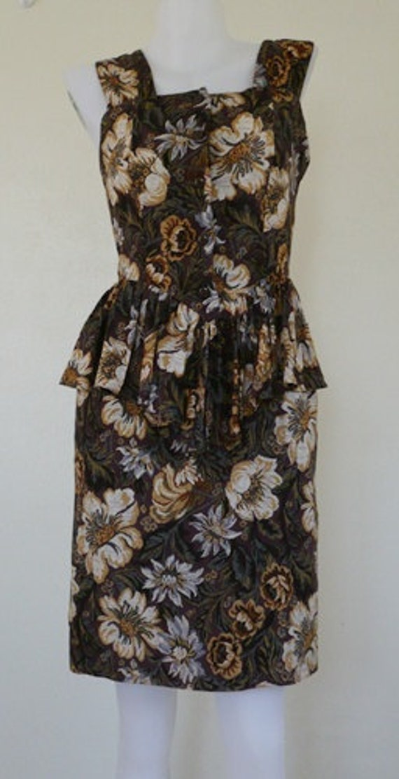 Beautiful cotton peplum flower print dress 1940's.