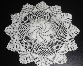 Large Pinwheel Pattern Vintage Crocheted Lace Doily 15 inch