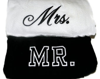 MR. & MRS. BEACH Towels with Tote Bag Bride and Groom Embroidered 100% cotton terry velour Bridal Couple Shower Wedding Gifts Made to Order