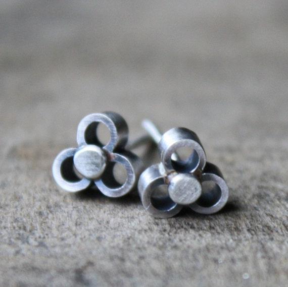 lil flower earrings