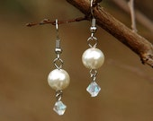 Pearl and Crystal Dangle Earring
