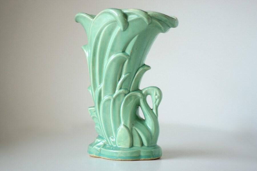 Mccoy Green Vase Valuecoy Pottery Early 1940s Green Vase By