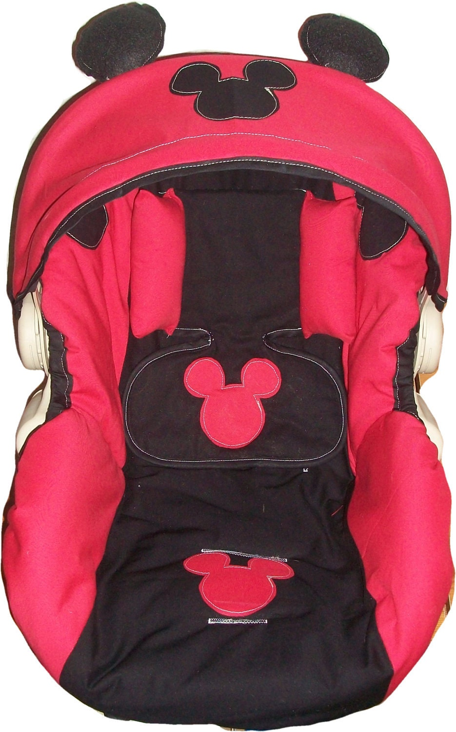 mickey mouse car seat covers at kmart release date price and specs. Black Bedroom Furniture Sets. Home Design Ideas