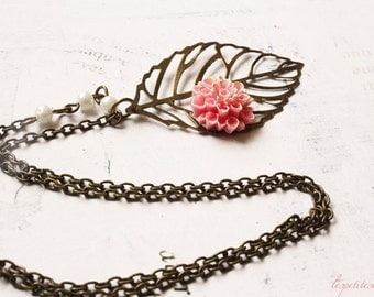 A Promess of Warmer Days - leaf and flower long necklace