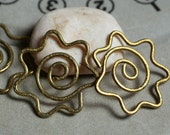 Handmade and textured solid brass link charm dangle aprox 30x30mm, 2 pcs (item ID LLBSL)