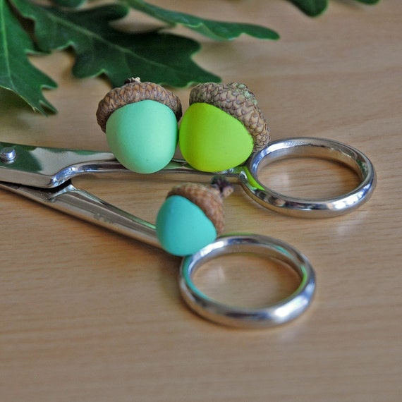 Acorn magnets for fall