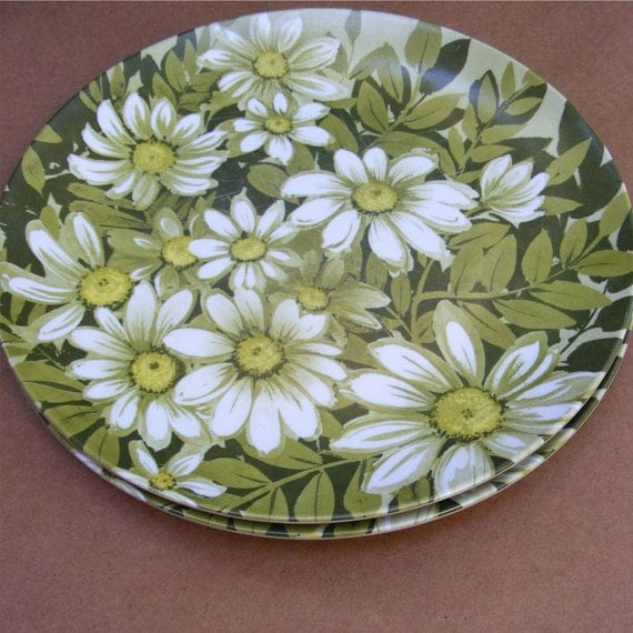 Vintage, Melamine, Melmac, Dinner Plates, Daisy Pattern, from Angie's Iris on Etsy