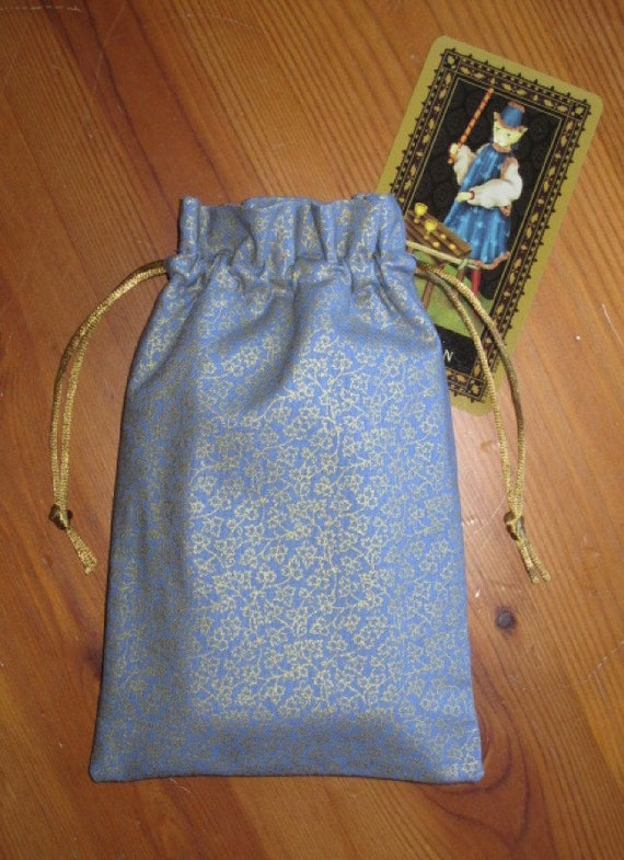 Elizabethan Scrolling Vines Padded Tarot Bag