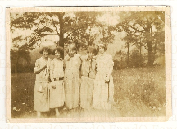 Antique Photo 5 Friends Out in the Countryside 1920s Flapper Girls