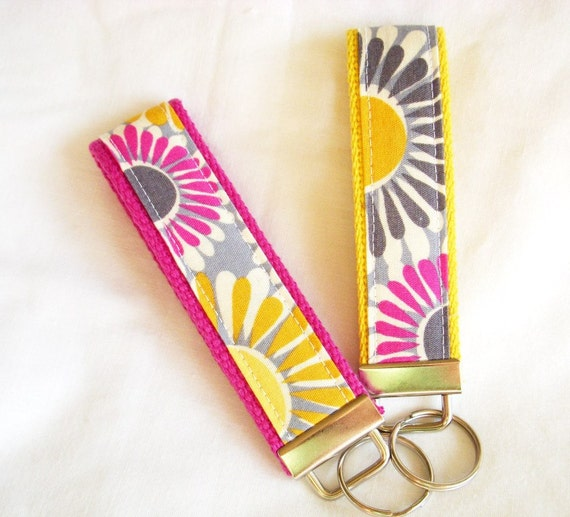 Keychain Wristlet Key fob - Free to Grow Organic Cotton, Daisies in Summer - Choose Fuschia or Yellow Webbing