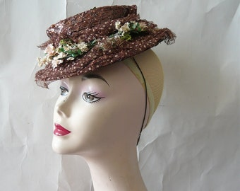 Fascinating Vintage Straw Hat Small / FLOATER 1940s Chocolate Brown / w Swiss Dot Veil Netting NY Creations / Cellophane fabric Flowers