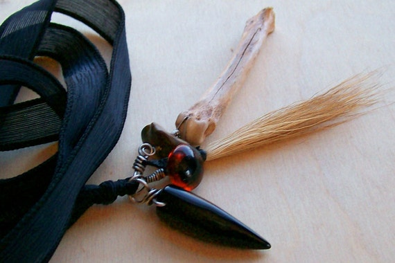 Amulet Jewelry Talisman Necklace Black Onyx Claw Seeing Eye of the Wanderer