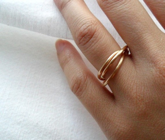 Simple Rustic Trois Intertwined Rings - Brushed Golden Red Brass