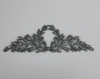 Vintage Laurel Wreath Medallion