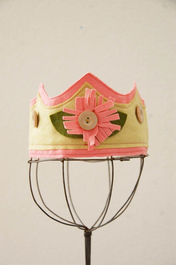 Wool Felt Crown - Fringed Flower (soft pink)