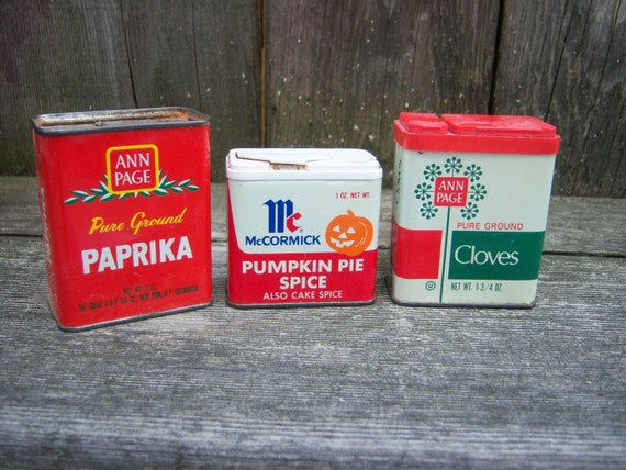 Three vintage tin kitchen spice tins with vintage graphics for Retro kitchen set of 6 spice tins