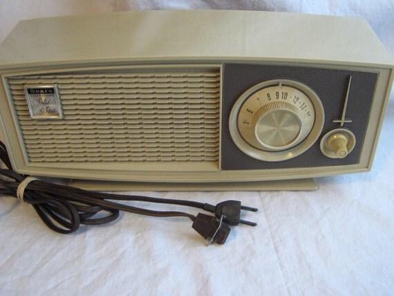 vintage transistor Solid State Silvertone radio model USA 8002 Sears Roebuck WORKS