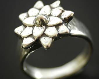 Mini Mum Flower Ring in Sterling Silver